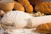 Farinha, ovos, pão branco, espigas de trigo — Fotografia Stock