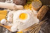 面粉、 鸡蛋、 小麦静物 — 图库照片