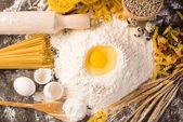 Mjöl, ägg, vete stilleben — Stockfoto