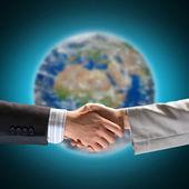 Apretón de manos de dos hombres de negocios — Foto de Stock