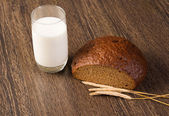 Bread with cereals and glass of milk — Stock Photo