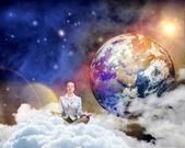Affärskvinna mediterar — Stockfoto