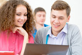 Students together to discuss lecture — Stock Photo