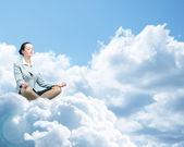 Affärskvinna som mediterar — Stockfoto