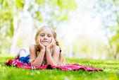 Smiling girl in a park — Foto de Stock