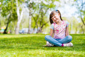 Portrait of a girl in a park — Stock Photo