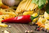 Italienska spagetti och grönsaker — Stockfoto