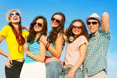 Group of young people wearing sunglasses and hat — Стоковое фото