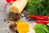 意大利面条和蔬菜 — 图库照片
