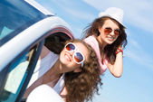 Young attractive woman in sunglasses — Stock Photo