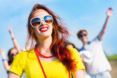 Stylish young woman in sunglasses — Stockfoto