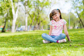 Girl sitting in the grass — Foto de Stock