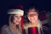 Couple opens a box of magic — Stock Photo