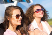 Two attractive women wearing sunglasses — Foto Stock