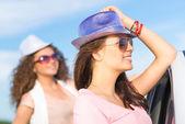 Two women wearing sunglasses — Stock Photo