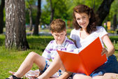 Reading a book together — Stock Photo