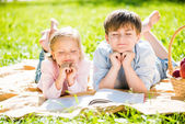 Děti na pikniku — Stock fotografie