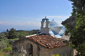 White greek chapel with blue roof on samos island — Stock Photo