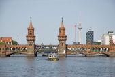 Historic oberbaum bridge in berlin — Stok fotoğraf