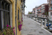 Side street and canal of venice, italy — Stockfoto