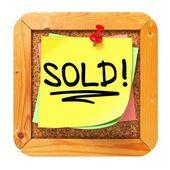 Vendido!. pegatina amarilla en boletín. — Foto de Stock