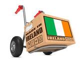 -İrlanda Living in - karton kutu, yandan kamyon yaptı. — Stok fotoğraf