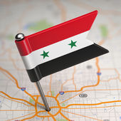 Syria Small Flag on a Map Background. — Stockfoto