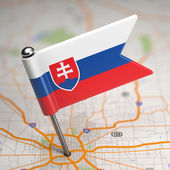 Slovakia Small Flag on a Map Background. — Stockfoto
