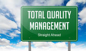 Total Quality Management on Green Highway Signpost. — Stock Photo