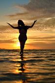 Signora nel tramonto — Foto Stock