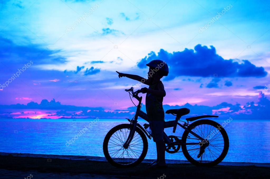 Silhouette of small boy on bike at dusk. — Stock Photo #14594777