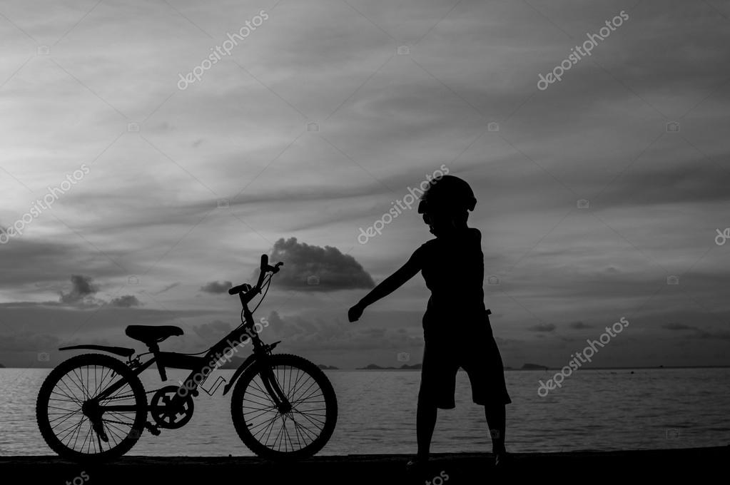 Silhouette of small boy on bike at dusk. — Stock Photo #14614371