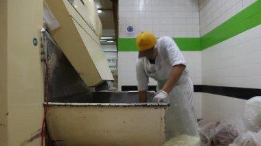 """Chocolate-making factory in the """"Del Turista"""" in San Carlos de Bariloche, Argentina — Stock Video"""