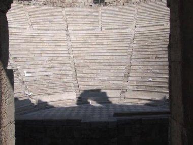 Odeion van herodes atticus op de akropolis in athene, griekenland — Stockvideo