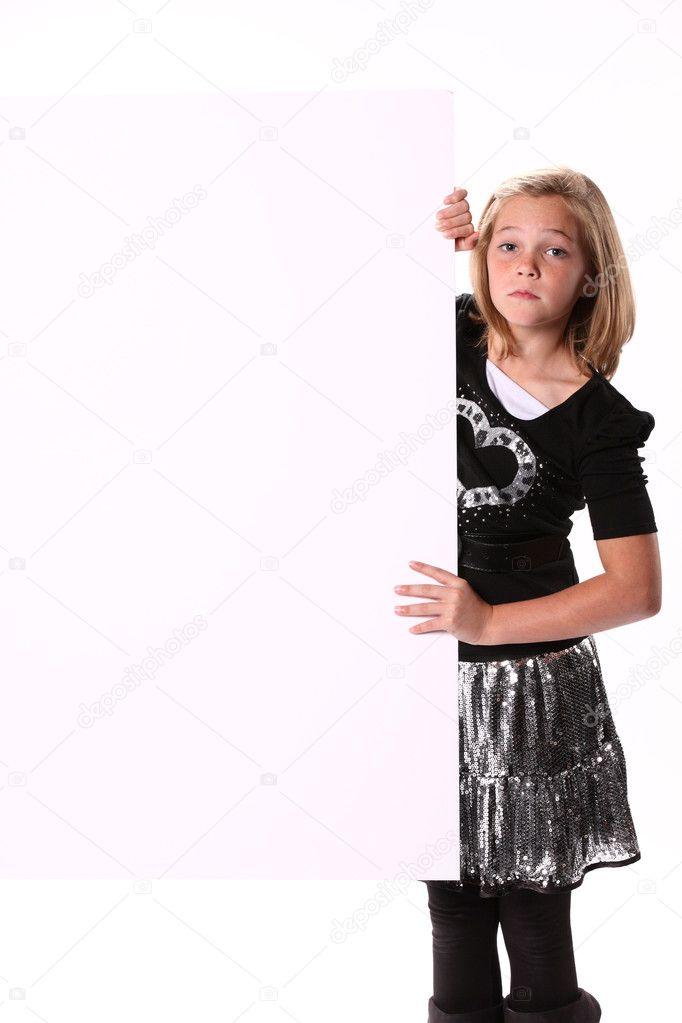 preteen Mädchen ein Schild - Stockdatei