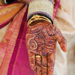 Indian hindu bridal hand decorated with henna(mehendi) — Stock Photo