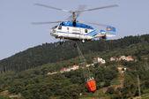 Tenerife, 3 de agosto: helicóptero de lucha contra el fuego — Foto de Stock