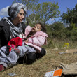 Syrian refugee mother daughter — Stock Photo