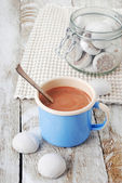 Hot chocolate with cookies — Stock Photo