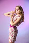 Ritratto di bella donna in abito romantico — Foto Stock