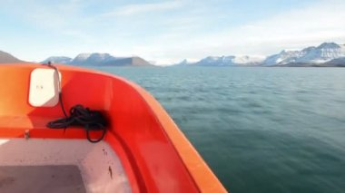 On a dinghy in Greenland — Vídeo Stock
