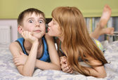 Girl kissing boy on cheek — Stock Photo