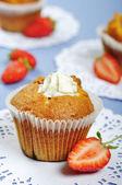Muffins met aardbeien — Stockfoto