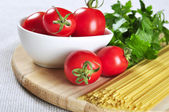 Spaghetti and tomatoes — Stock Photo