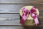 Caja de regalo dorado — Foto de Stock