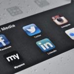 Social Media Applications on Ipad — Stock Photo