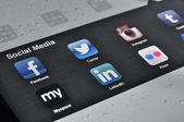 Social Media Applications on Ipad — Stock Photo