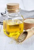 óleo e sementes de gergelim — Fotografia Stock