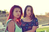 Две молодых девушки — Стоковое фото