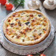 Quiche pie with chicken — Stock Photo